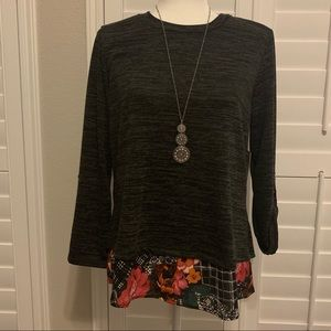 Tops - 💥3 for $15💥 NWT gray floral top